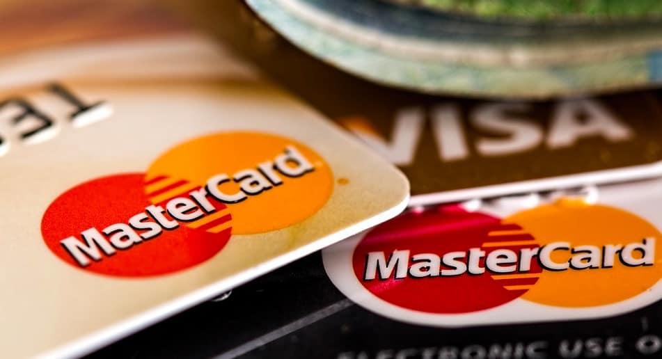 bukmacher z kartami płatniczymi
